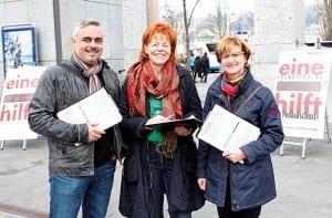 Sammelten Unterschriften für nur eine Fremdsprache in der Primarschule: Enrique Nùňez, Leiter Personalentwicklung bei CKW Conex, Annamarie Bürkli und FDP-Kantonsrätin Romy Odoni. Bild apimedia