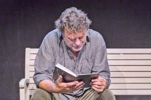 Jaap Achterberg liest «Der alte König in seinem Exil» von Arno Geiger. Bild Bernhard Fuchs.