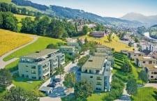 Das neue Wohnquartier Feldhof liegt an erhöhter Lage in Gisikon. In der ersten Etappe realisiert die Alfred Müller AG 20 Eigentumswohnungen und 10 Doppeleinfamilienhäuser.