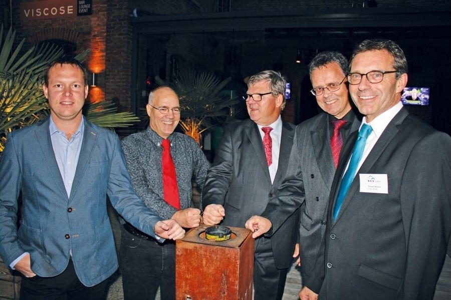 Sie informierten beim HEV Kanton Luzern: Lars Meister, Simon Birrer, HEV-Präsident Karl Rigert, Rolf Mohn, Robert Mathis. Bild Kurt Bischof.