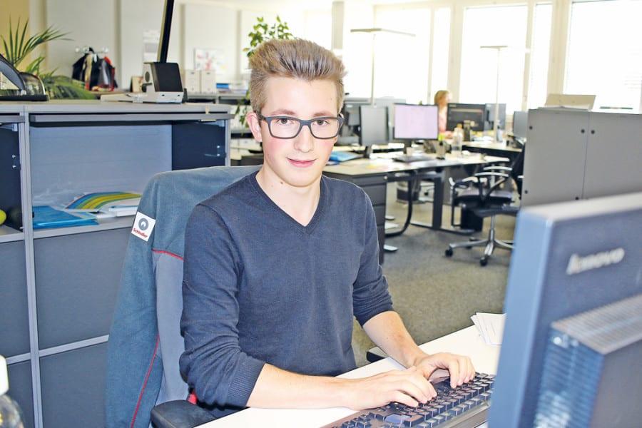 Der Rooter Enea Löffel (16), angehender Kaufmann EFZ bei Schindler, absolviert gleichzeitig die Berufsmatura. Bild apimedia