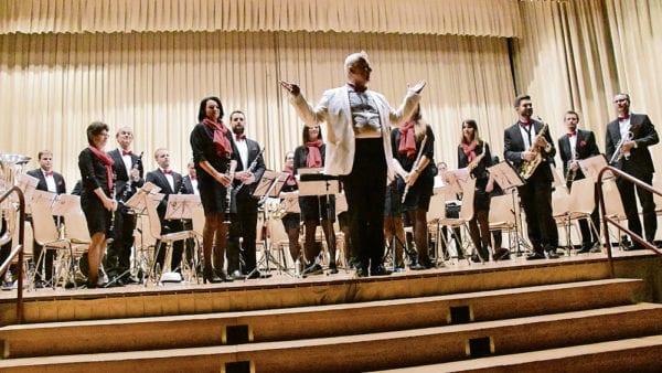 Die Musikgesellschaft Perlen-Buchrain unter der Leitung von Peter Wanner.