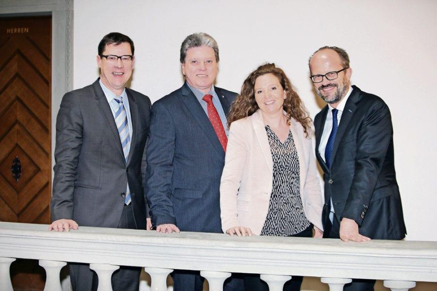 Gemeinsam gegen die SP-Steuerinitiative: die Fraktionschefs Ludwig Peyer (CVP), Guido Müller (SVP), Michèle Graber (GLP) und Andreas Moser (FDP). Bild apimedia.