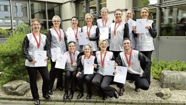 Die glücklichen Gewinnerinnen und Gewinner der Elite2 Formation.