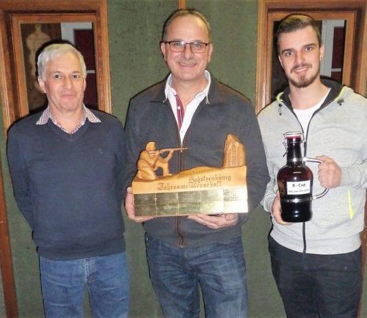 Siegertrio Jahresmeisterschaft - Markus Mathis (2.), Sieger Andi Banz, Ralf Banz (3.). Bild Ueli Amrein.
