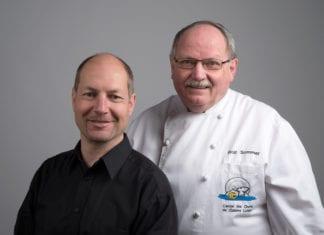 Links der neue Gastgeber Pius Suter, rechts der Küchenchef Rolf Sommer. Bild zVg.