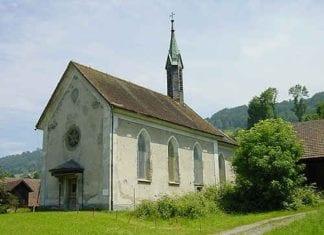 Dierikons Sorgenkind: Die zerfallende Kapelle im Dorfkern. Bild dierikon.ch