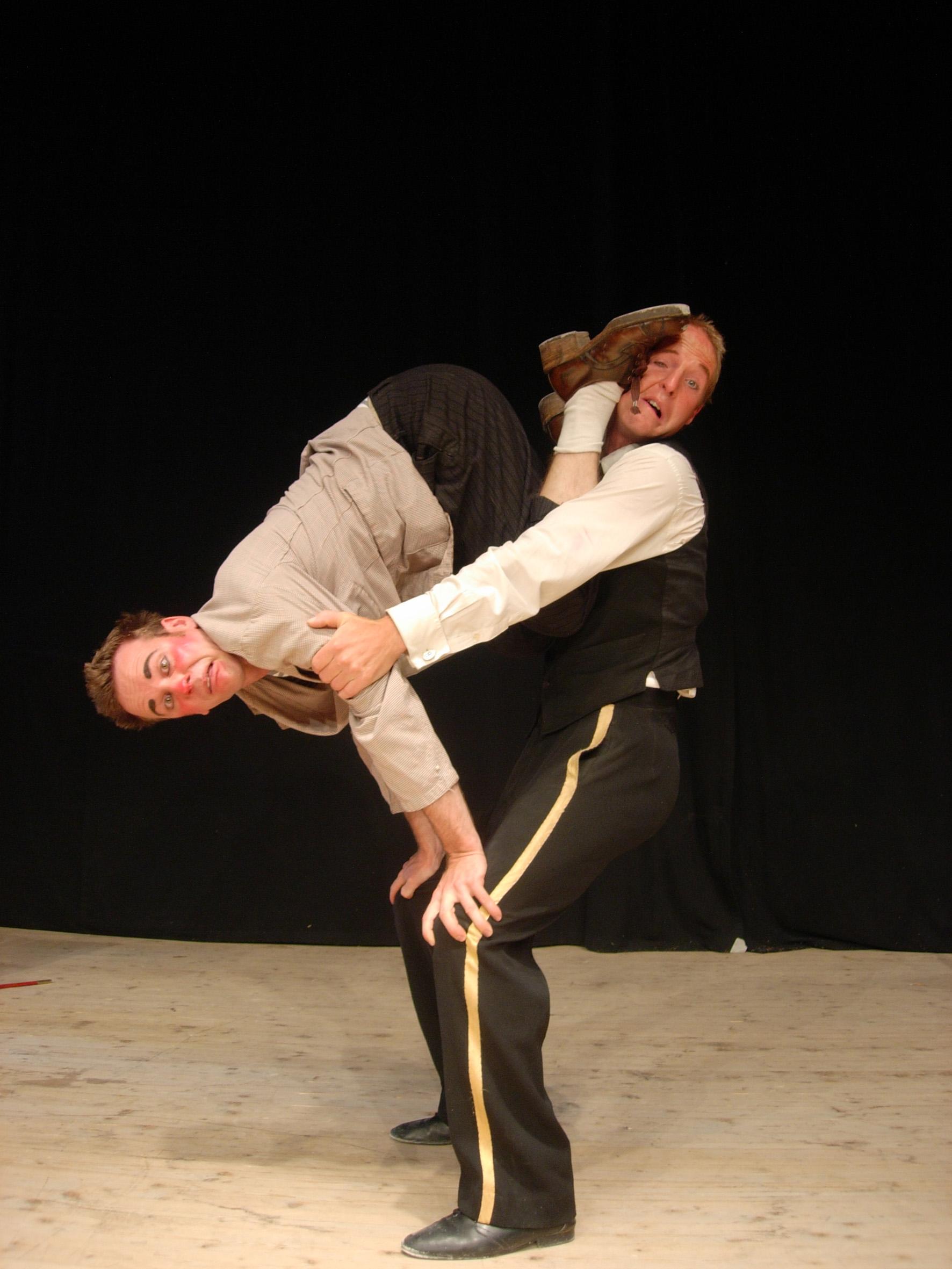 Gilbert & Oleg begeistern mit Zauberei, Akrobatik und Komik. Bild zVg.