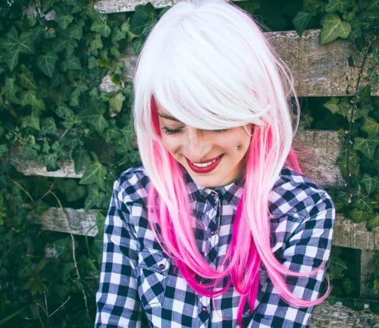 Der bunte Haartrend ist unter dem Namen Ombré-Hair bekannt. Bild: Fotolia, © nanihta