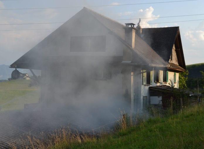 Im Einsatz standen 35 Angehörige der Feuerwehren Udligenswil, Adligenswil und Küssnacht. (Bild Luzerner Polizei)