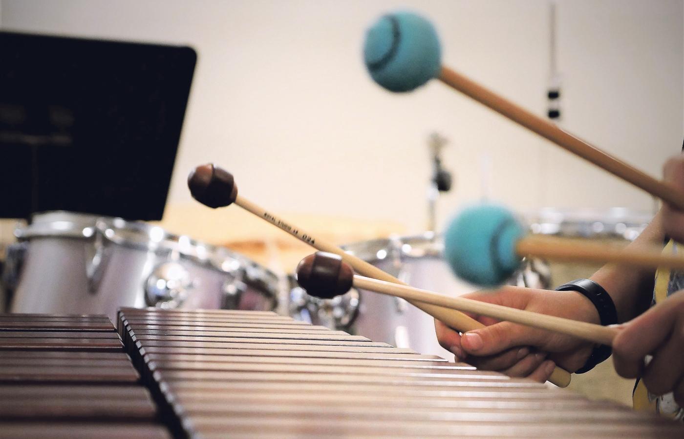 Grosse-B-hne-f-r-Talente-der-Musikschule