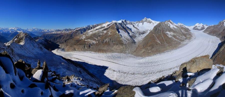 Der Aletschgletscher auf einer extremen Weitwinkelaufnahme lässt seine schiere Grösse anmuten. © 178276963 / fotolia.com